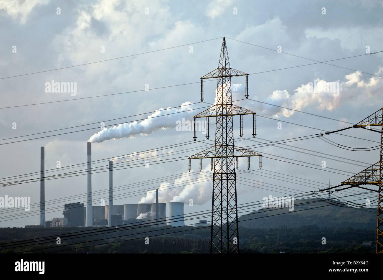Scholven central eléctrica de carbón en Gelsenkirchen en el valle de Ruhr, Alemania. Propiedad de la compañía eléctrica Foto de stock