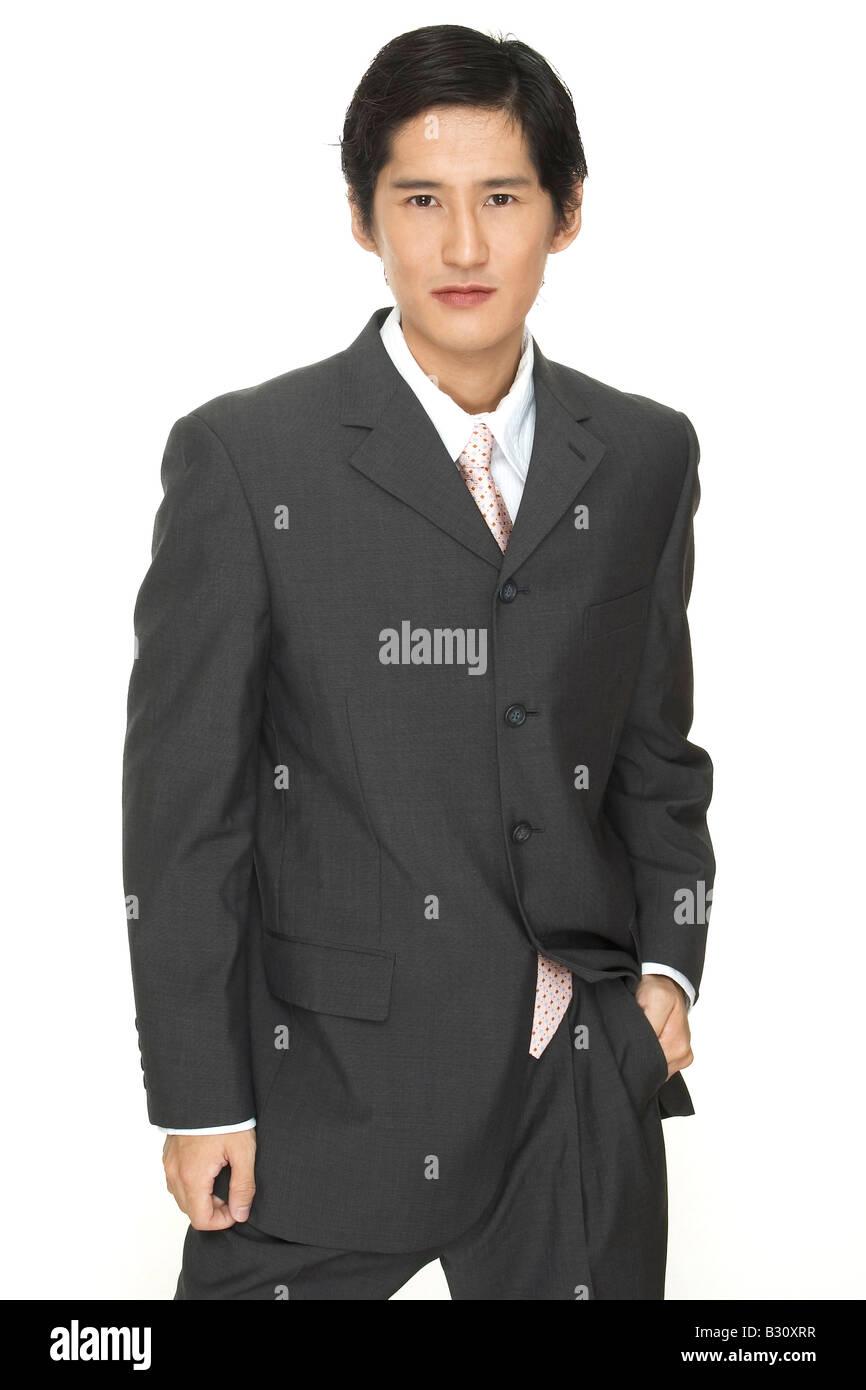 Foto un empresario asiatico inteligentes en traje gris con camisa blanca  corbata rosa jpg 866x1390 Camisa f6b6fbc945c