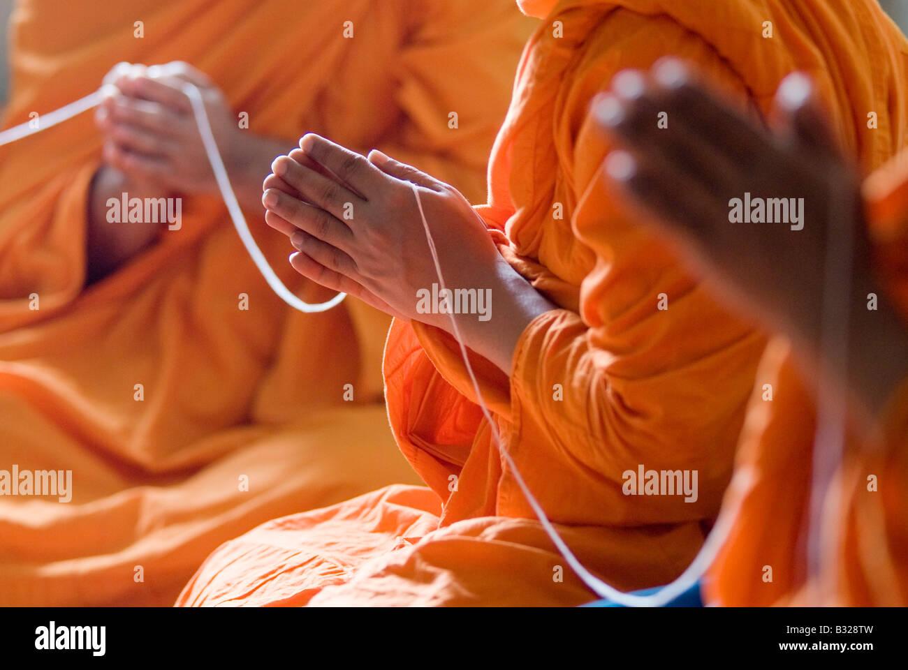 Monjes Budistas Tailandeses Manos Orando Foto Imagen De Stock