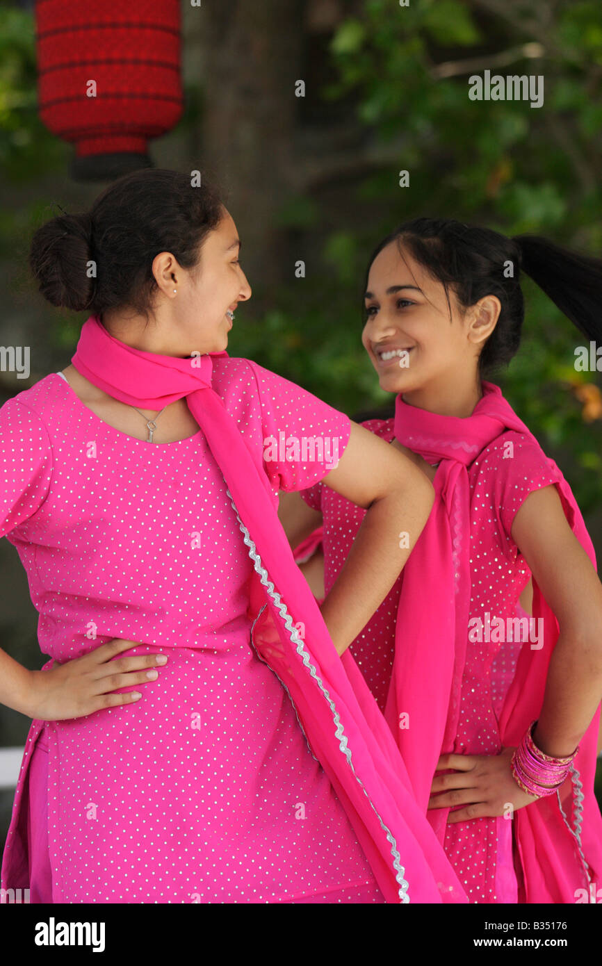 Punjabi Dance Imágenes De Stock & Punjabi Dance Fotos De Stock - Alamy