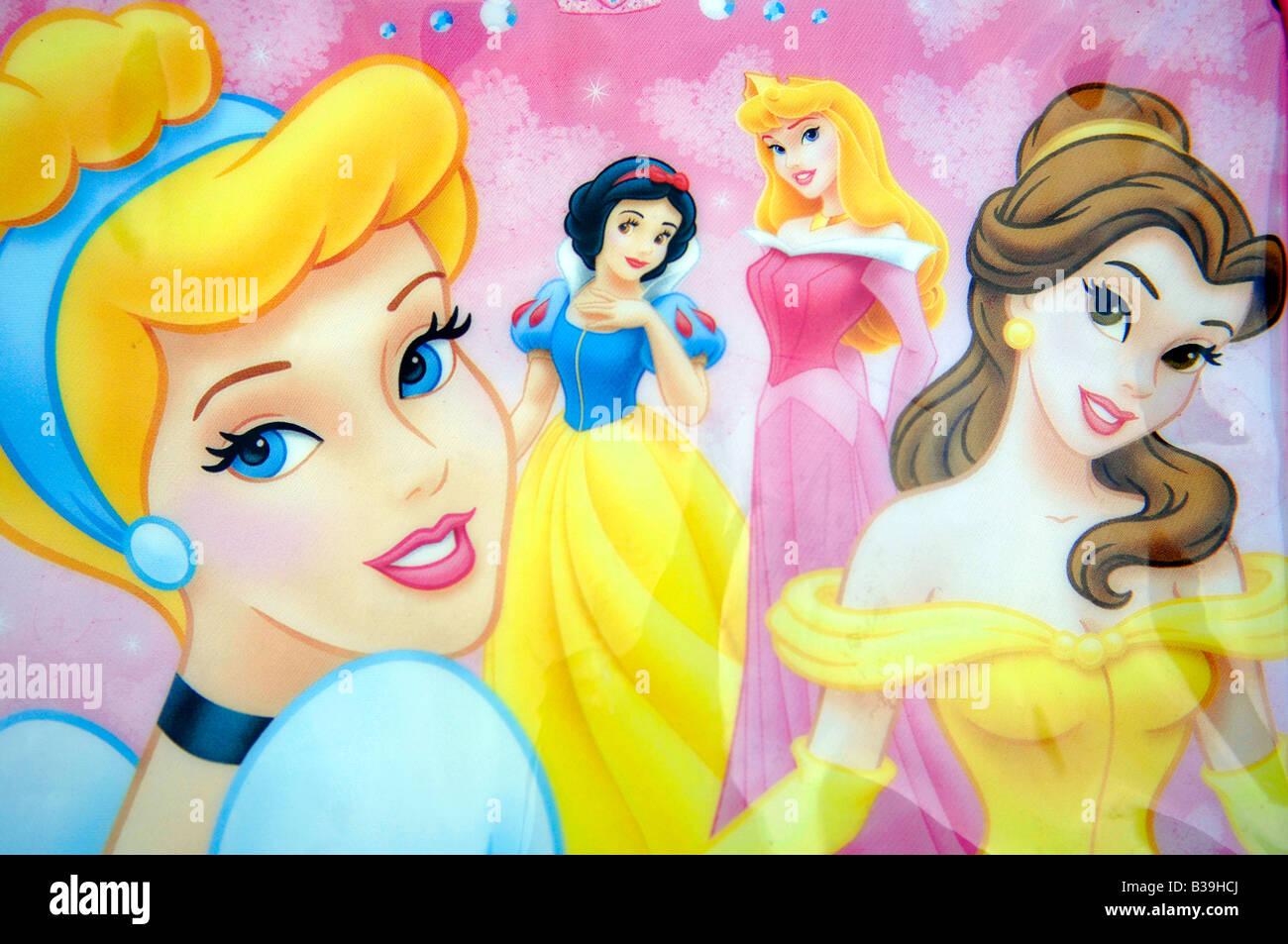 Cuatro Princesas Disney Snow White Personajes Femeninos De
