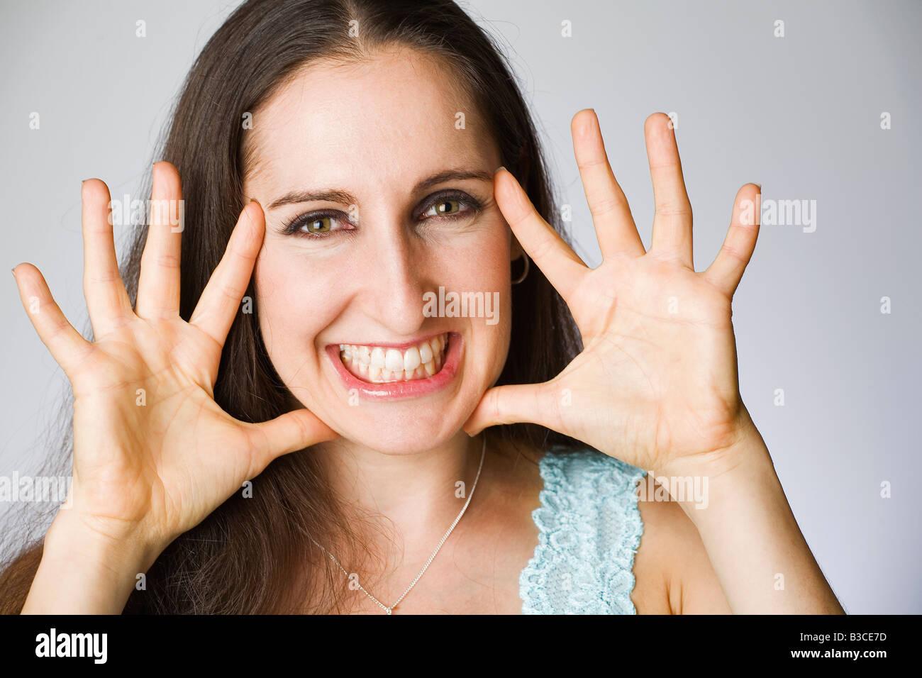 Mujer joven sonriente, Retrato Foto de stock