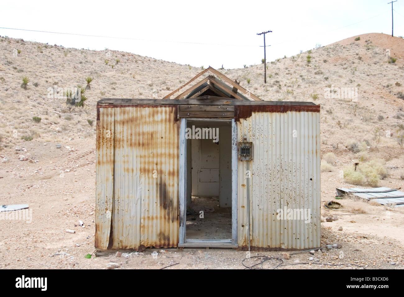Casa oxidado en el desierto Foto de stock