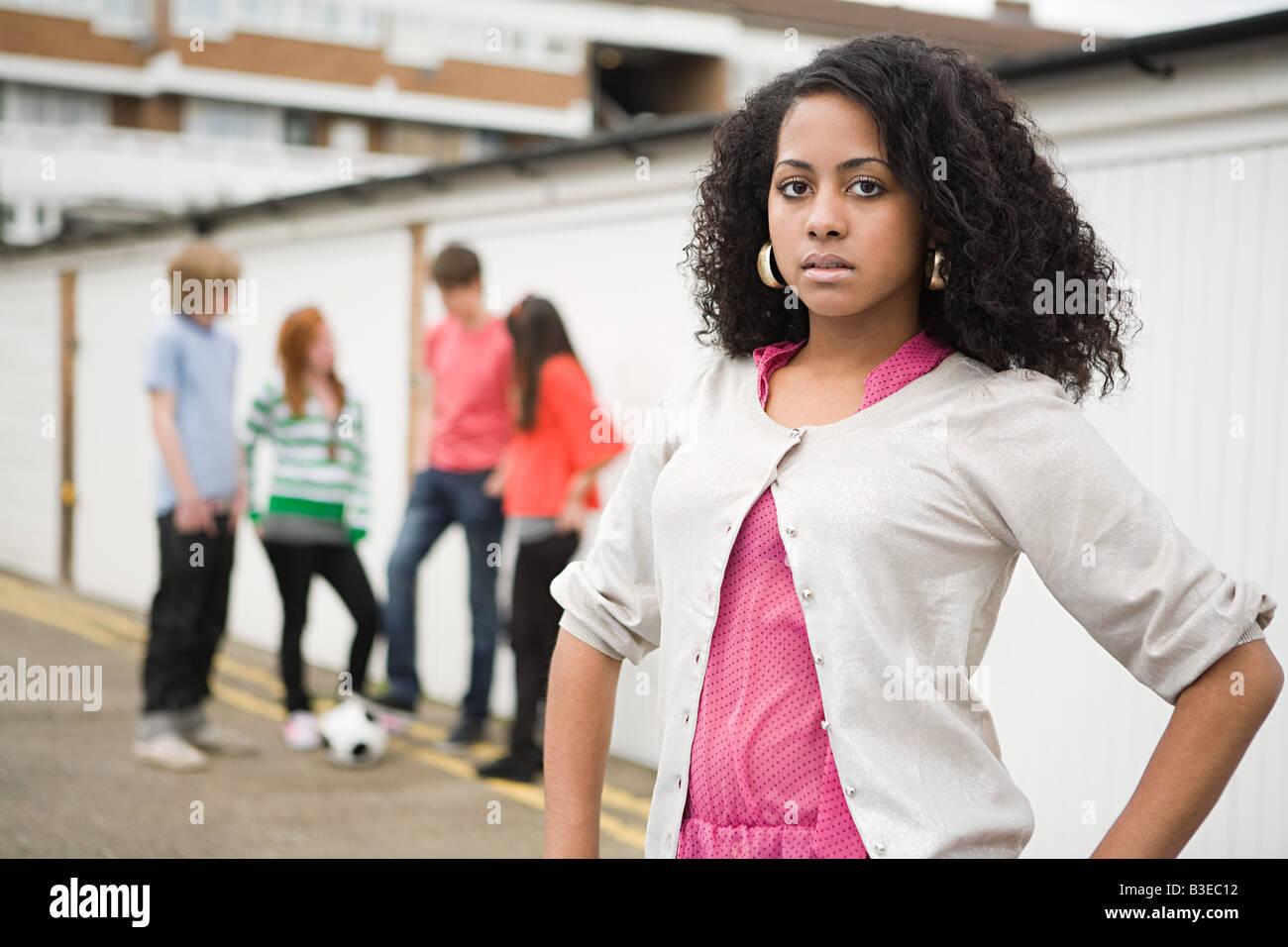 Los adolescentes por garajes Imagen De Stock