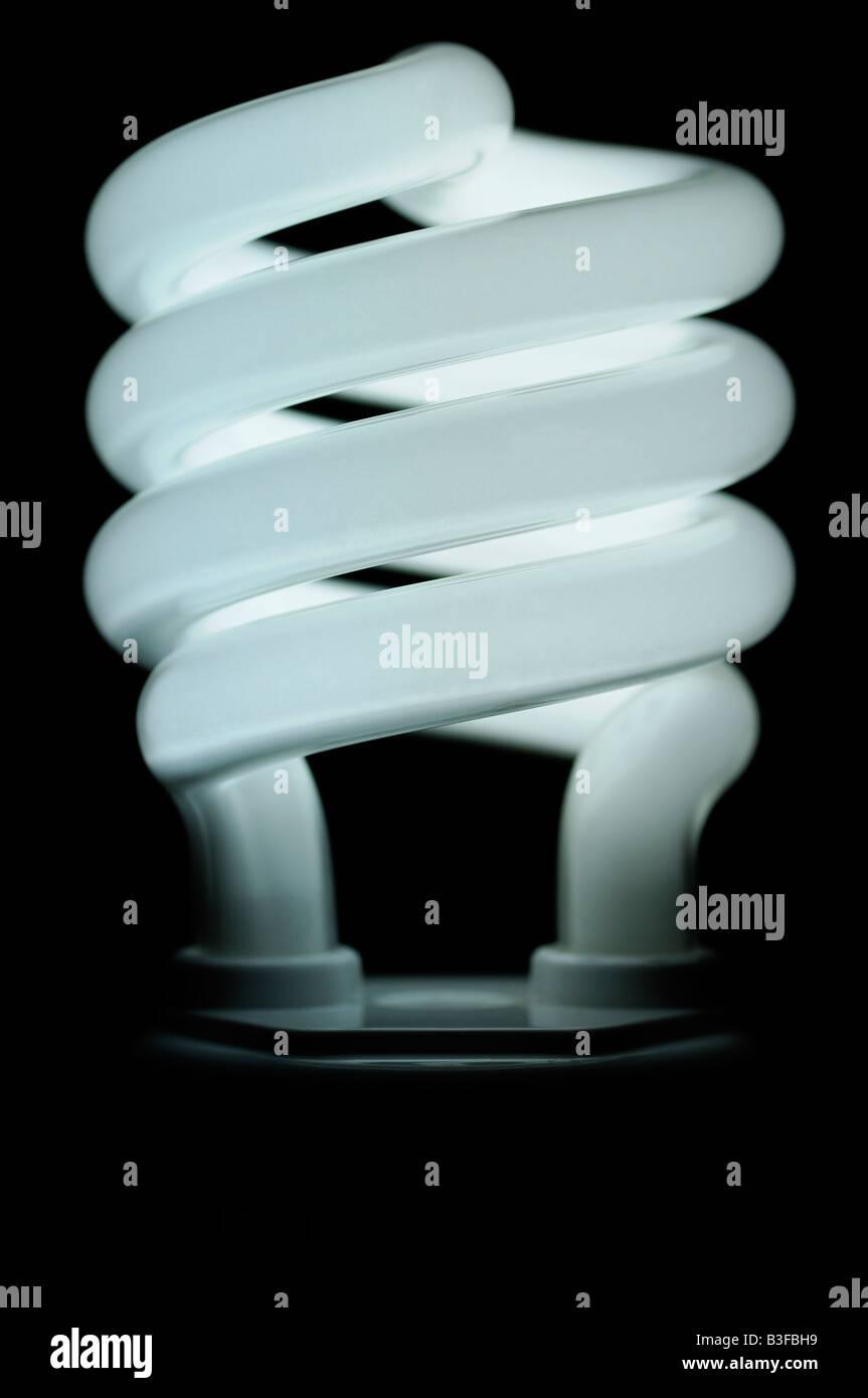 Bombilla fluorescente compacta de ahorro de energía de cerca una alternativa ecológica a las bombillas Imagen De Stock