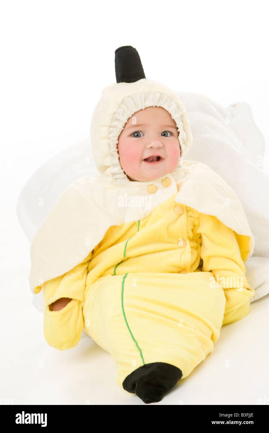 Bebé en traje de plátano Imagen De Stock
