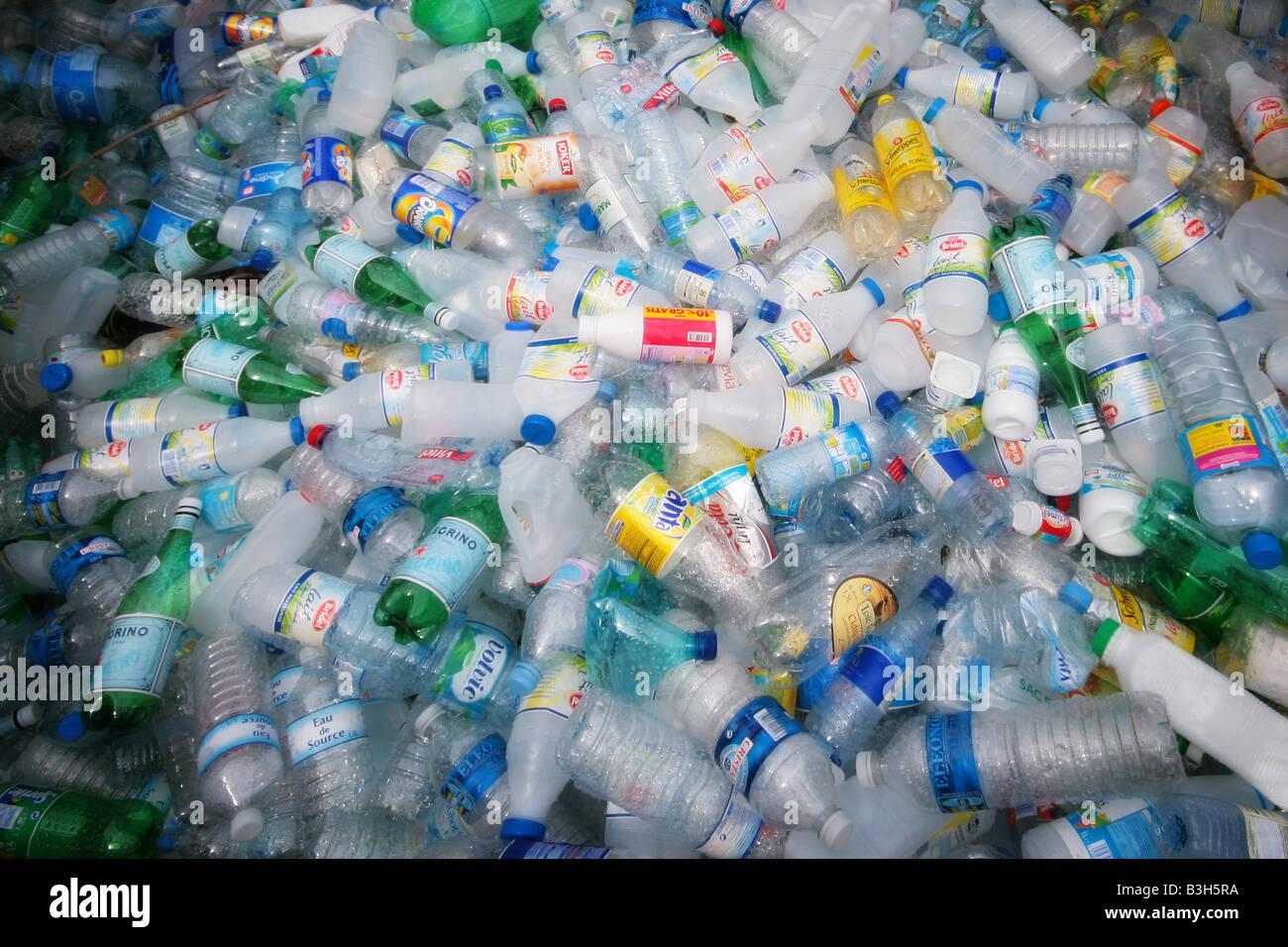 Botellas de plástico para el reciclaje Imagen De Stock