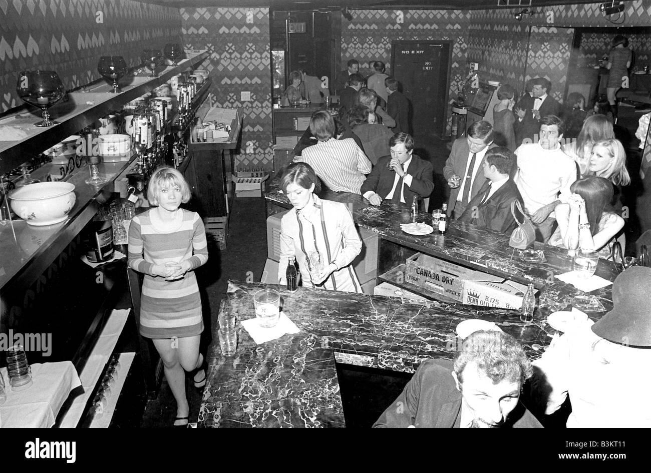 El Bar Clandestino de música pop club orientada en 60s Londres Imagen De Stock