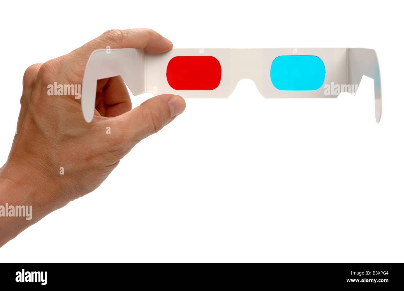 Mano sujetando las gafas 3D. Imagen De Stock