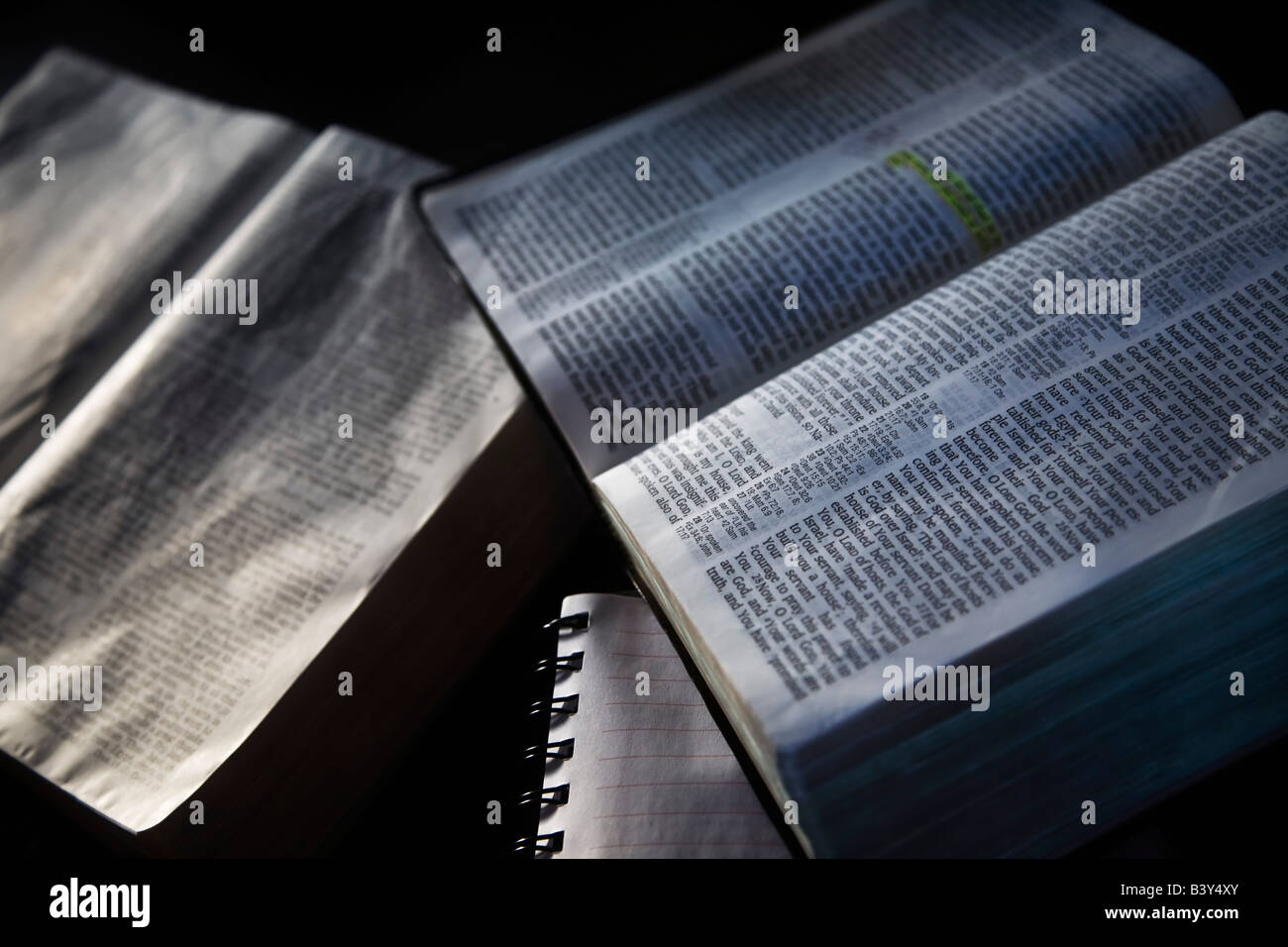 Biblias Abiertas Foto Imagen De Stock 19650931 Alamy