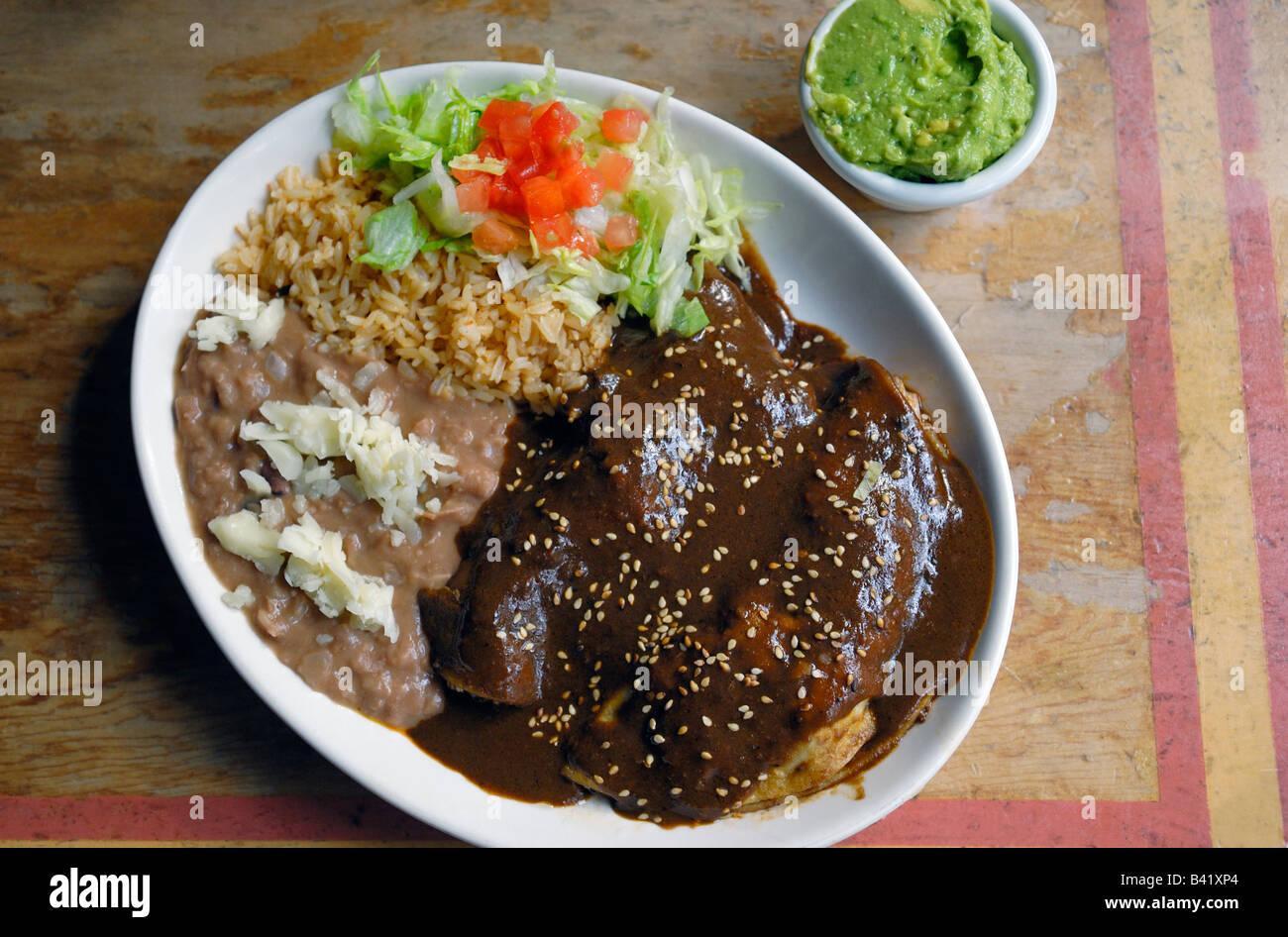 Enchiladas De Pollo Con Mole Poblano Salsa Y Arroz Y
