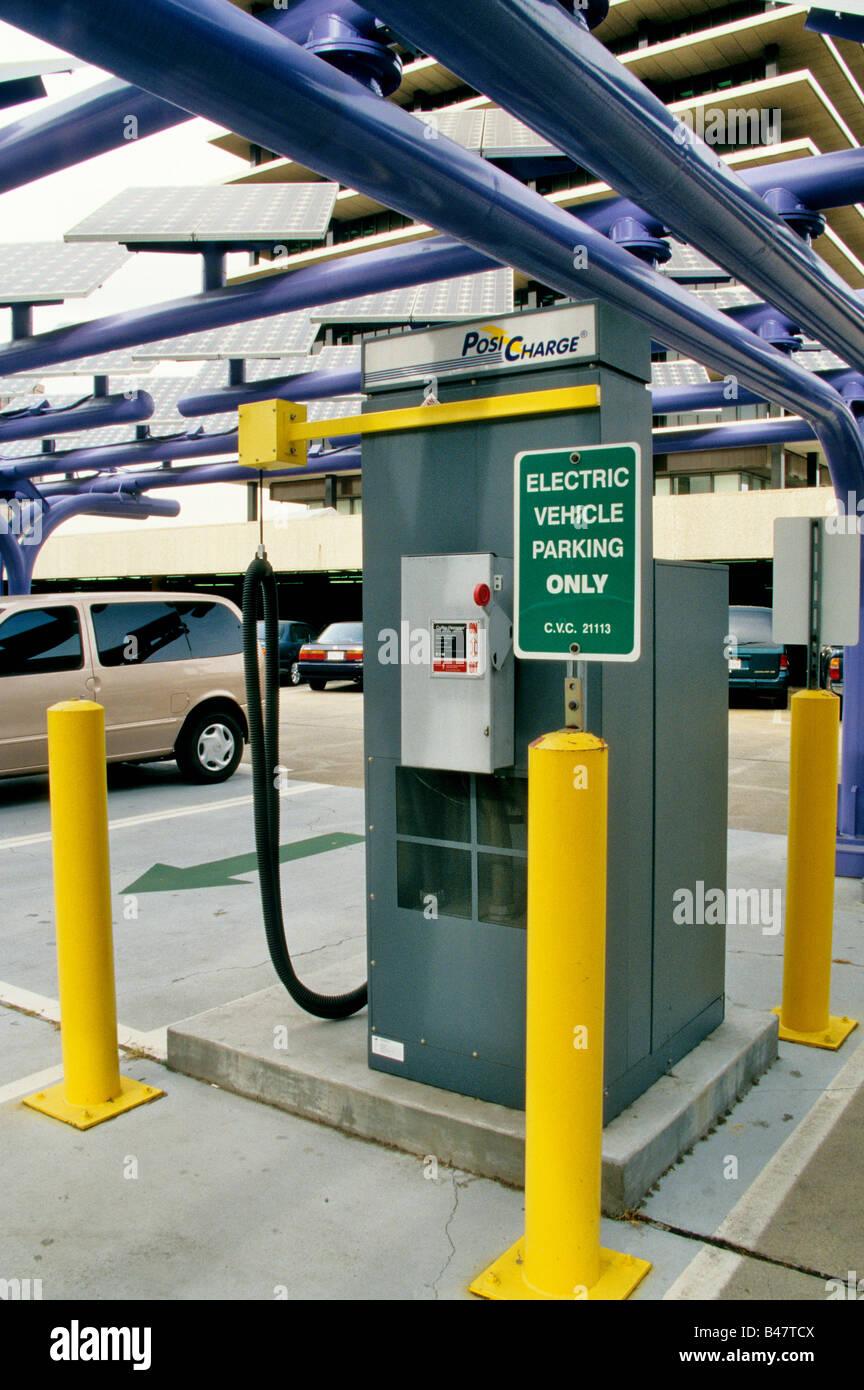 """Vehículo eléctrico """"Posi charge"""" estación. Imagen De Stock"""