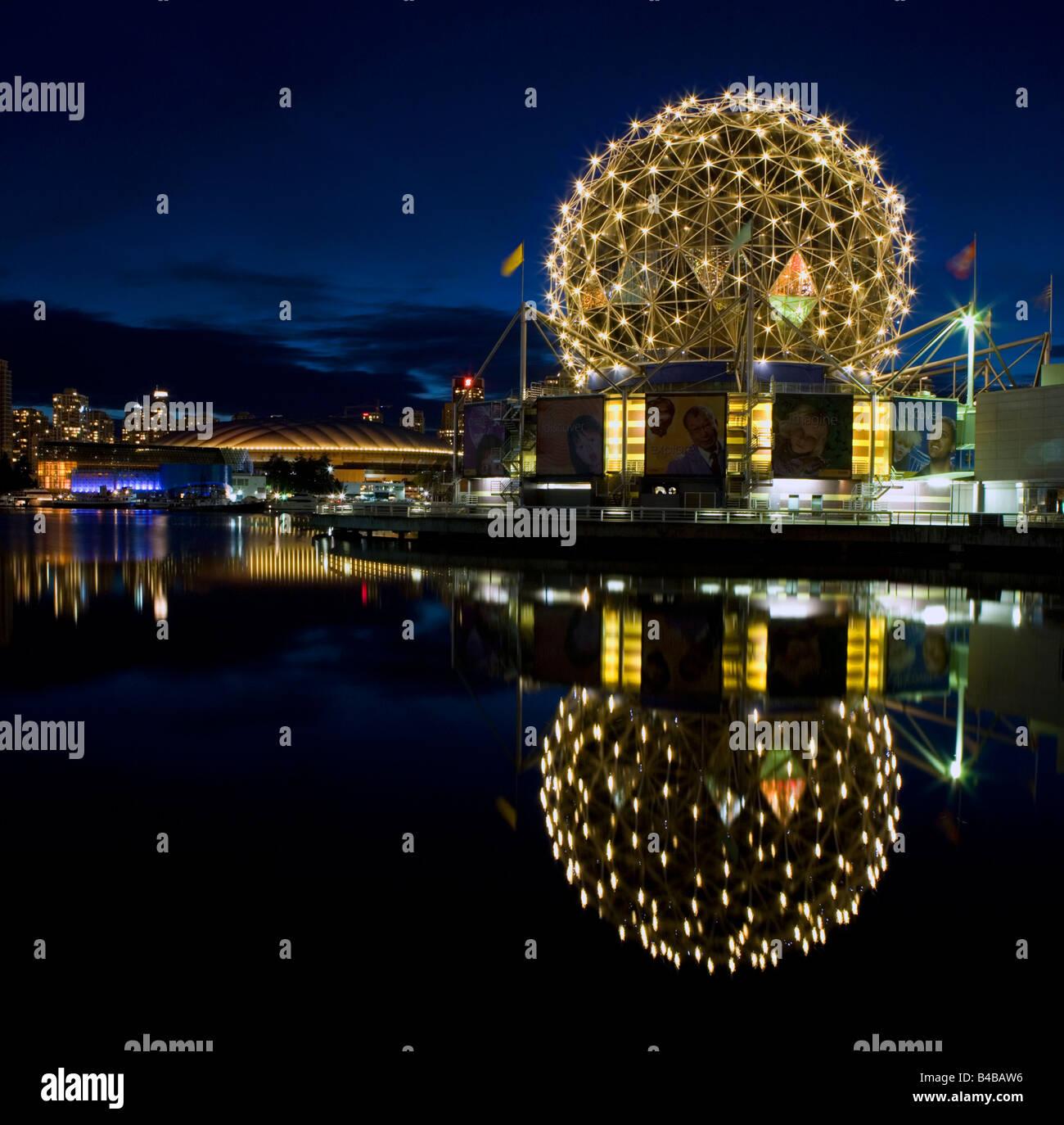La ciencia y la cúpula de Vancouver BC Place Stadium, British Columbia, Canadá. Imagen De Stock