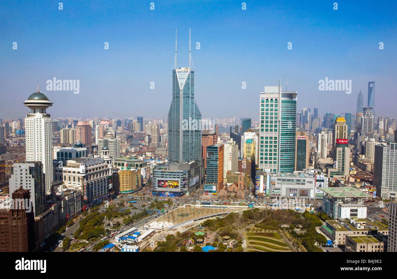 Shanghai, China. Ciudad mirando hacia Pudong. Imagen De Stock