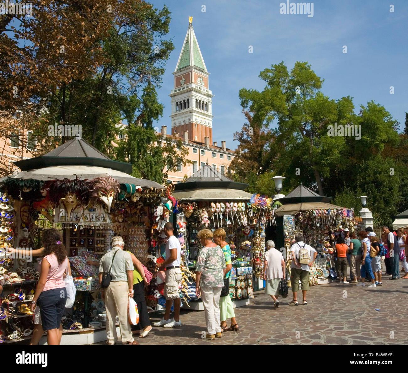 Compras en el mercado cerca de San Marcos en Venecia Imagen De Stock
