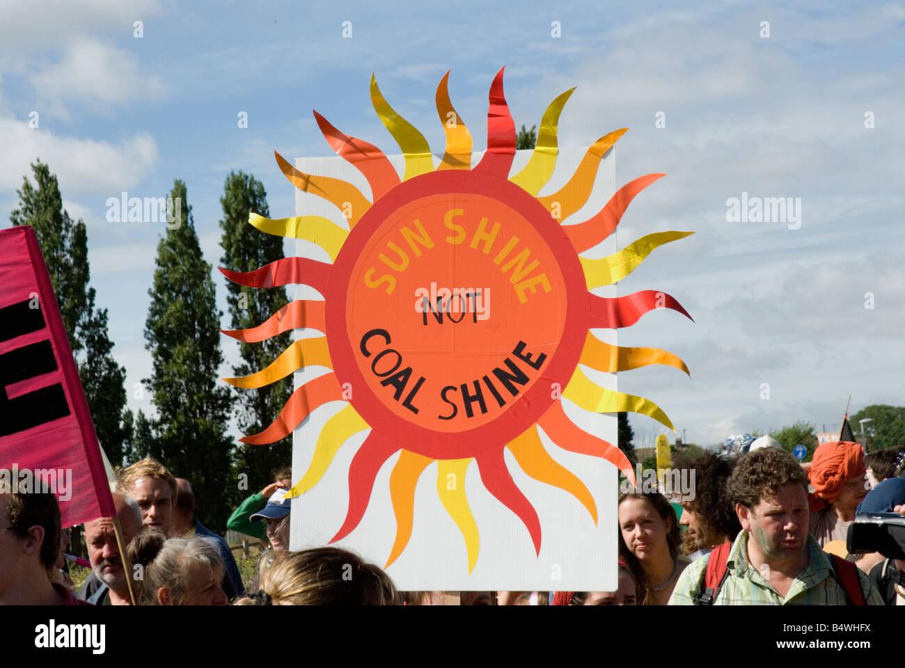 Los manifestantes en Kingsnorth power station campamento del clima Agosto 2008 Kent Imagen De Stock