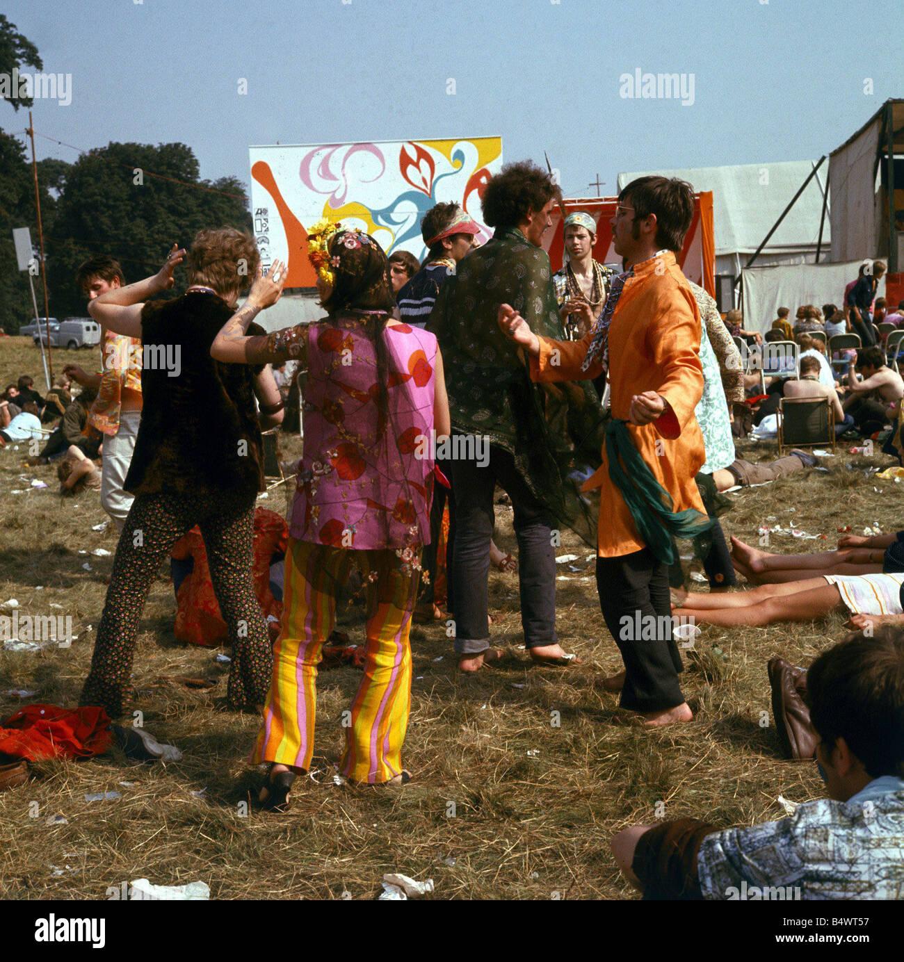 124f650e73c9 1960 ropa de moda 1960 Festival de la flor de niños en Woburn Abbey hippies  en
