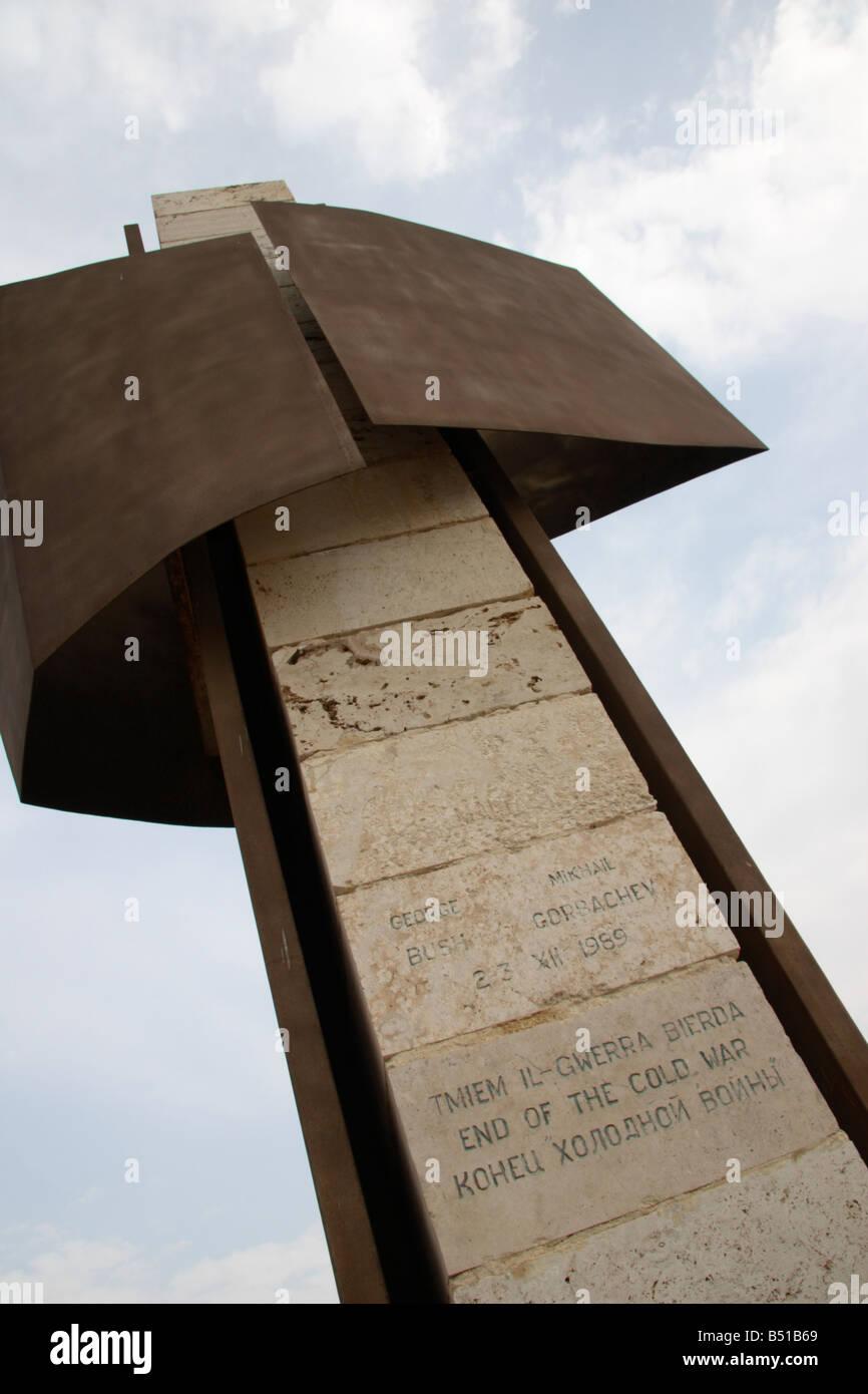 """""""Fin de la guerra fría"""", monumento de Birzebbuga, Malta. Imagen De Stock"""