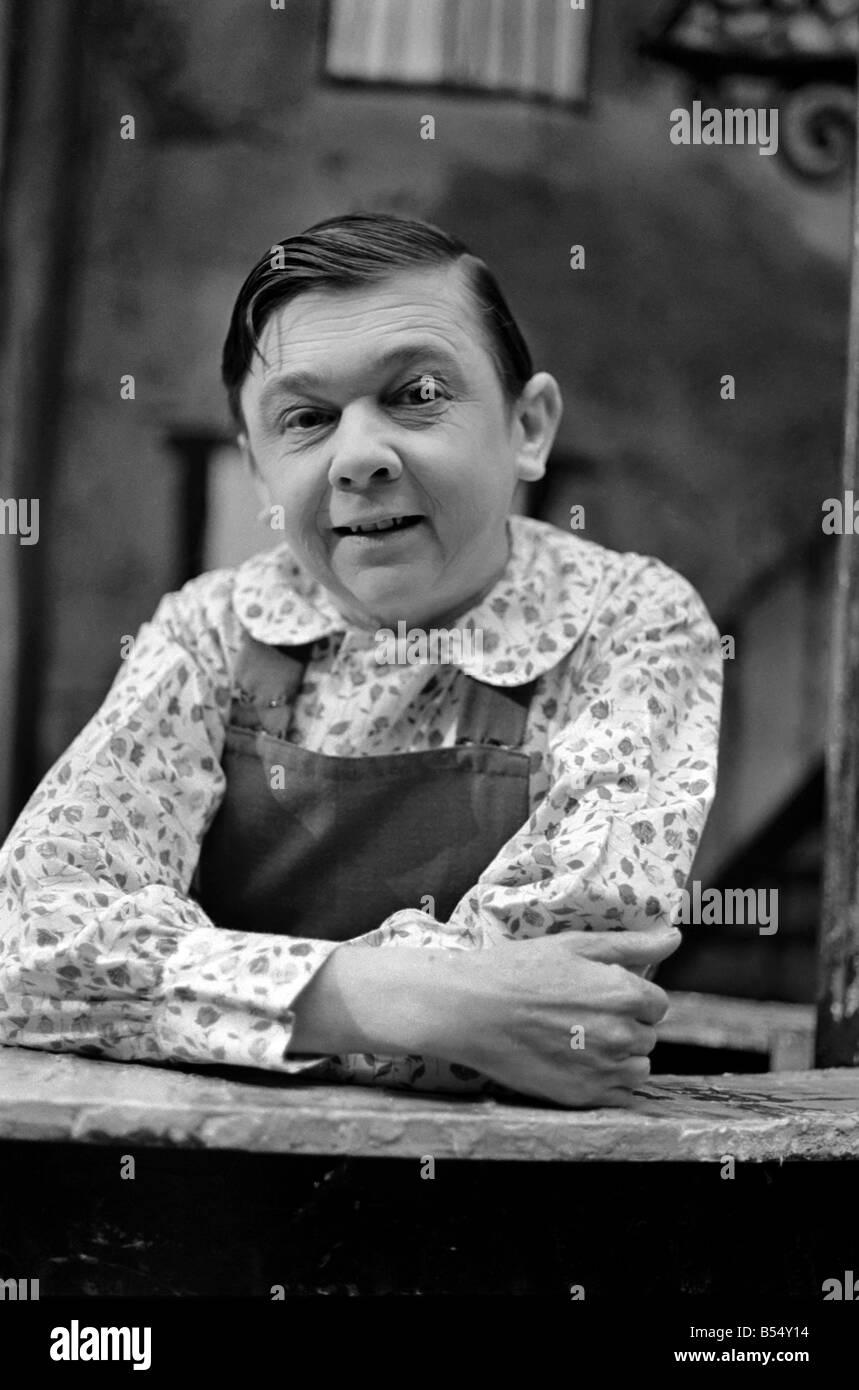 Jimmy Clitheroe sorprendido todavía gente con su pequeño hijo actuar incluso a través de las arrugas. Imagen De Stock
