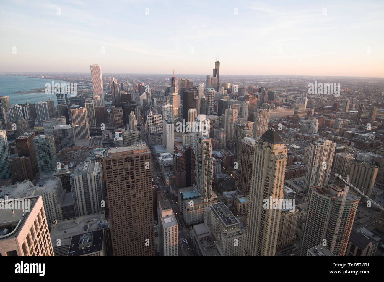 Chicago al atardecer tomada desde el edificio Hancock, Chicago, Illinois, Estados Unidos de América, América Imagen De Stock