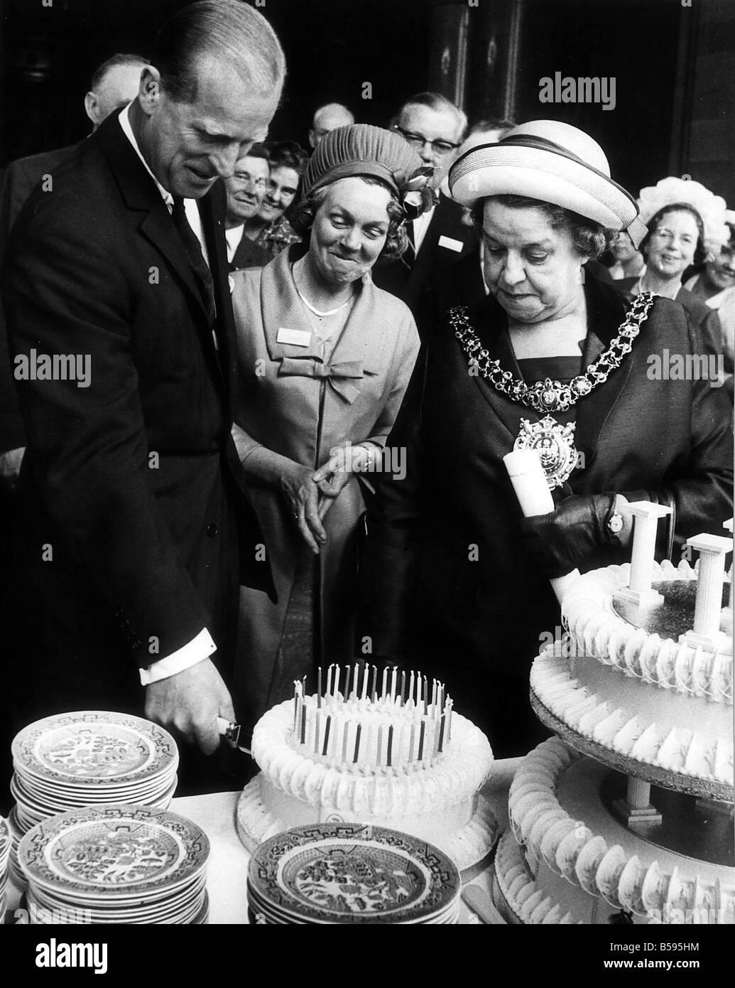 El Príncipe Felipe, Duque de Edimburgo en Manchester en junio de 1966 Foto de stock