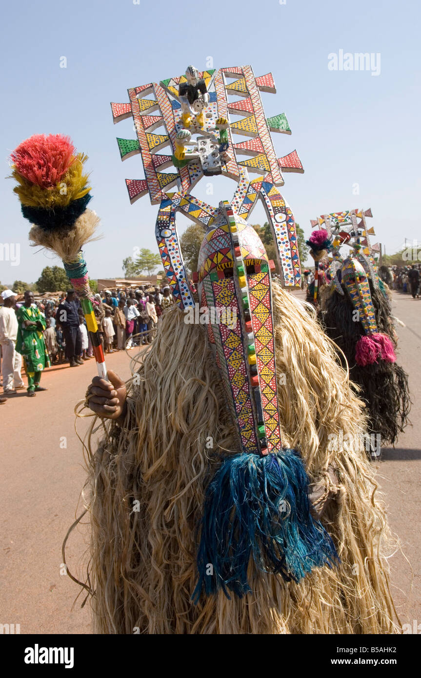 Bobo máscaras durante las festividades, Sikasso, Malí, África Foto de stock