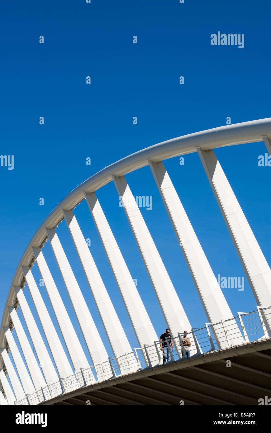 Puente de la Exposicion diseñado por el famoso arquitecto valenciano Santiago Calatrava. Valencia España Imagen De Stock