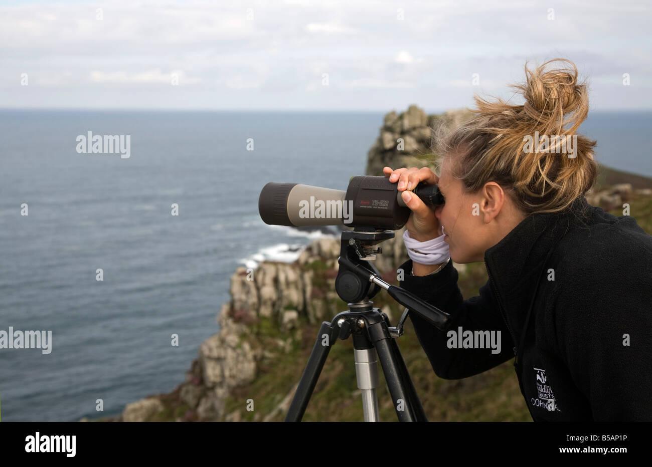 Cornwall Wildlife Trust encuesta de cetáceos desde el carn gloose cornwall Foto de stock