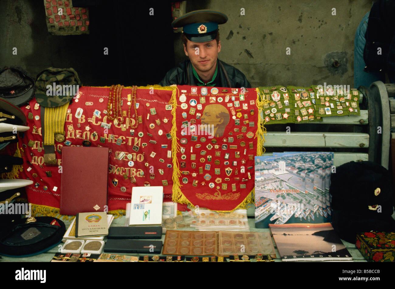 Vendedor de souvenirs Vladivostok Lejano Oriente ruso Rusia Europa Imagen De Stock