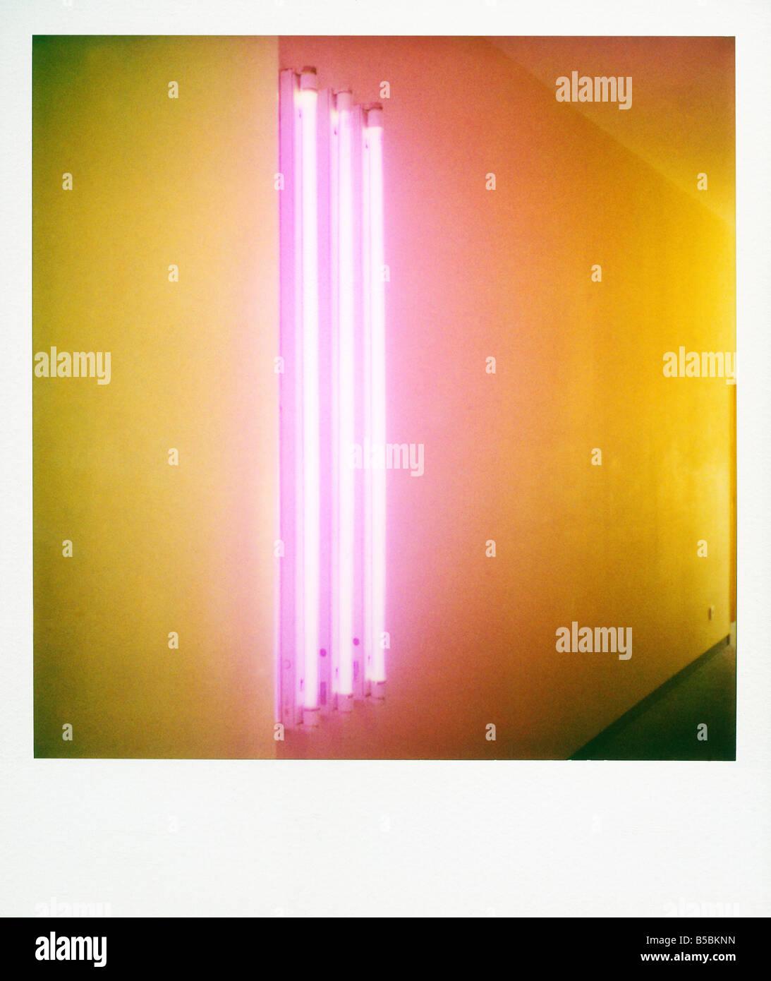 Polaroid de rayas coloridas creado por tubos fluorescentes de color Point Hotel Edimburgo Scotland Reino Unido Europa Imagen De Stock
