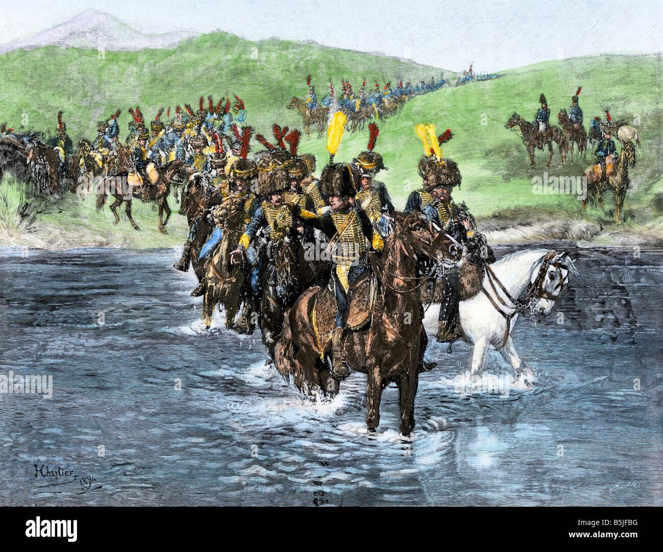 Caballería francesa vadear un río durante su invasión de España Guerras Napoleónicas. Mano de color halftone de ilustración. Foto de stock