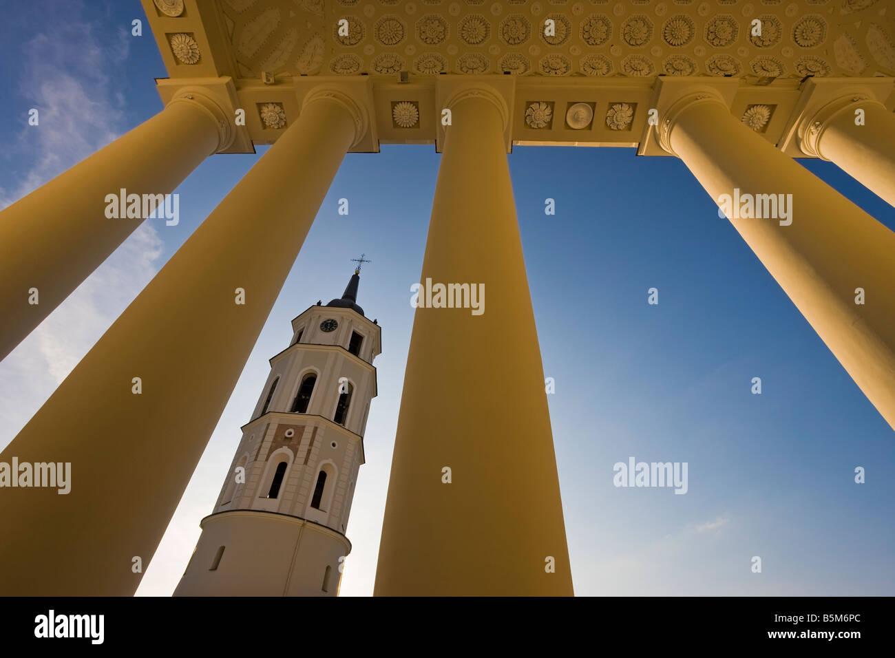 Los Estados Bálticos, Lituania, Vilnius, la Catedral de Vilnius y el 57m de altura de torre del campanario Imagen De Stock