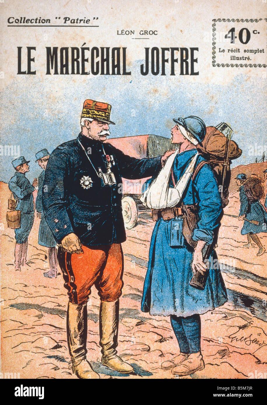 1FK 1817 E1916 1 Joffre y soldado herido Imprimir 1916 Joffre José mariscal francés a partir de 1916 comandante Imagen De Stock