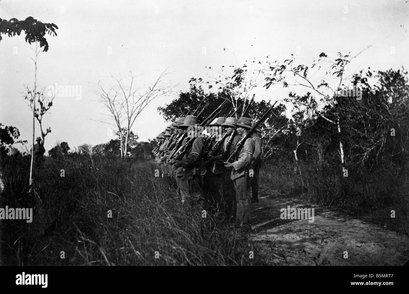 9AF 1914 0 0 A1 8 Ejercicio de campo oriental alemana tropas Af Guerra Mundial 1 guerra en las colonias de África Oriental Alemana ahora Tanzania Campo Foto de stock