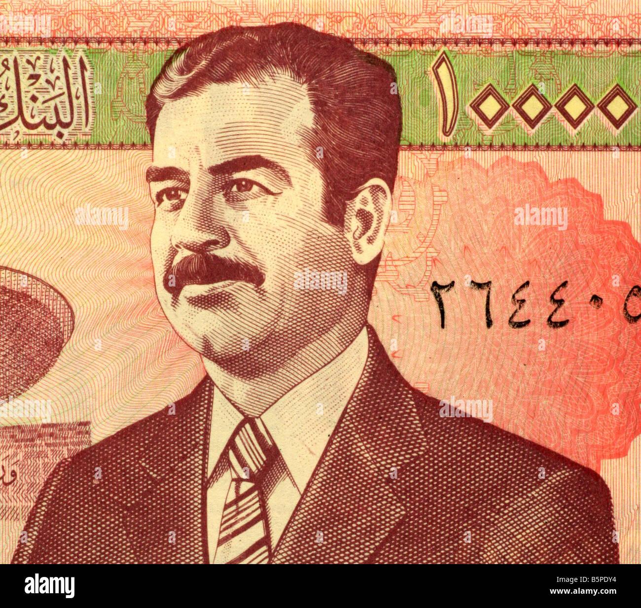 Saddam Hussein el 10 de 000 billetes de dinares de Irak Foto de stock