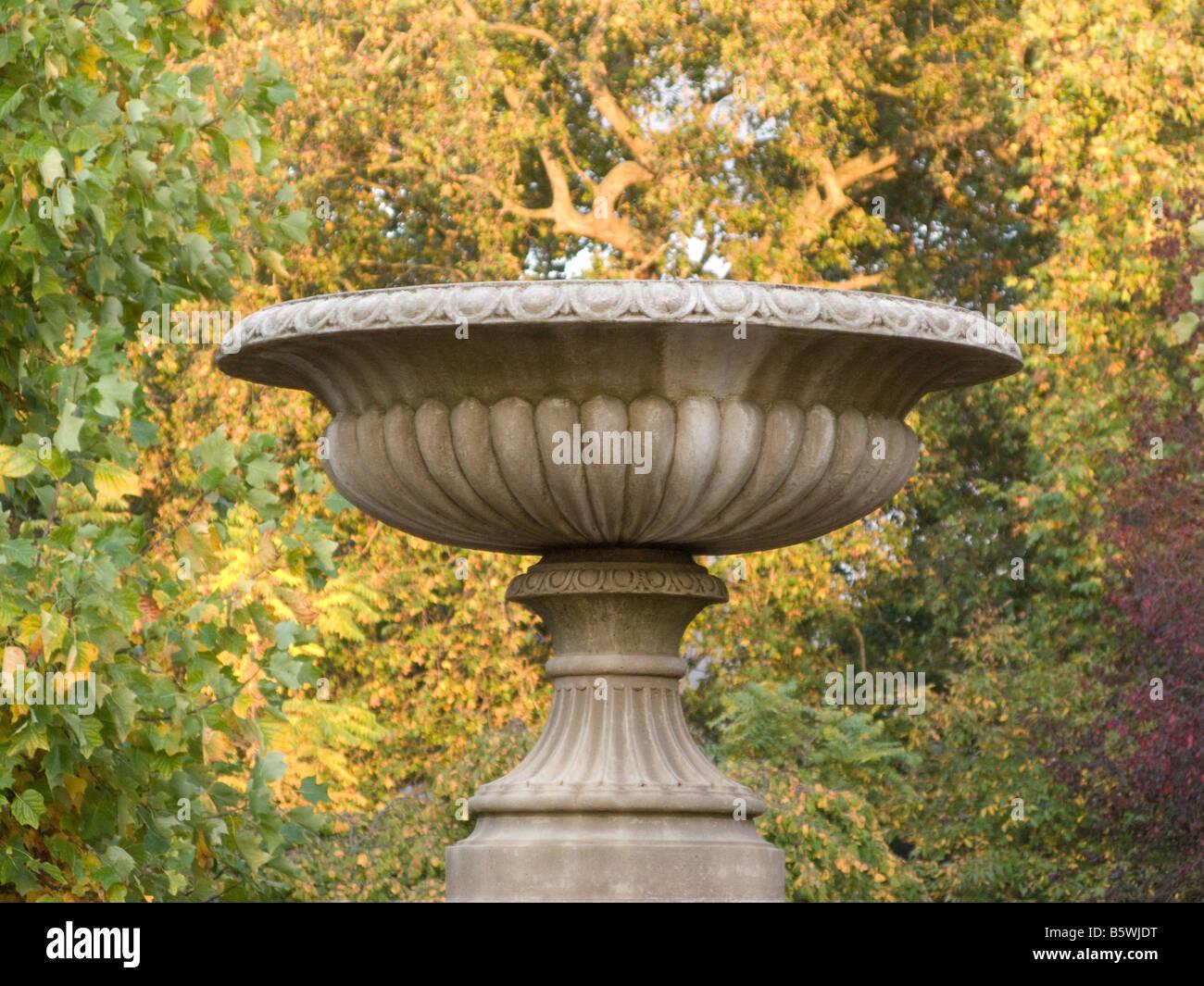 Un urn regency en Regents Park, Londres Imagen De Stock