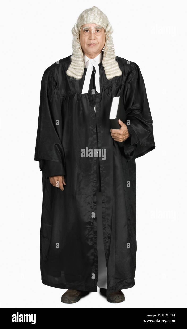 Retrato de un magistrado sosteniendo un libro Foto de stock