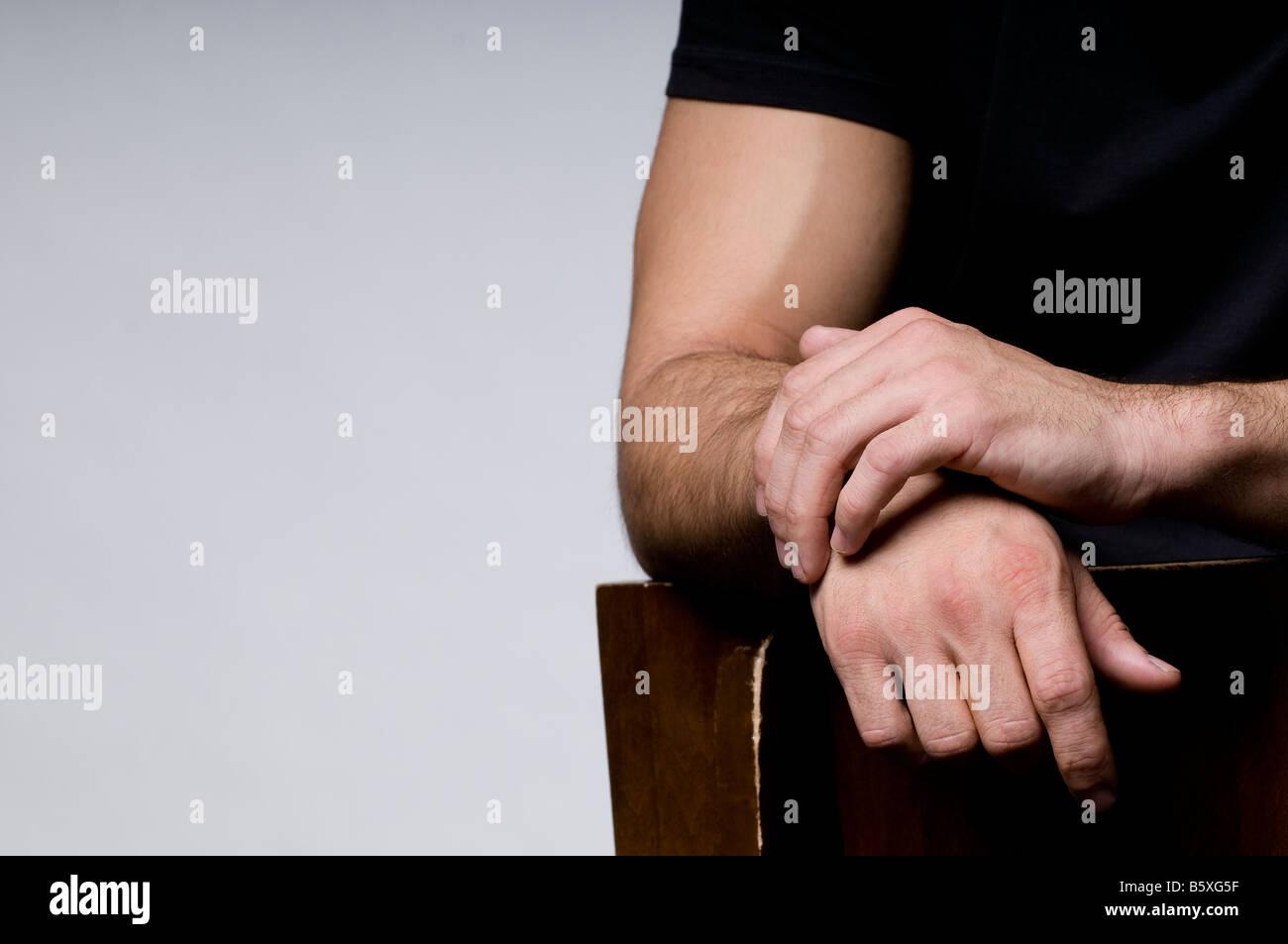 Las manos del hombre fuerte. Imagen De Stock