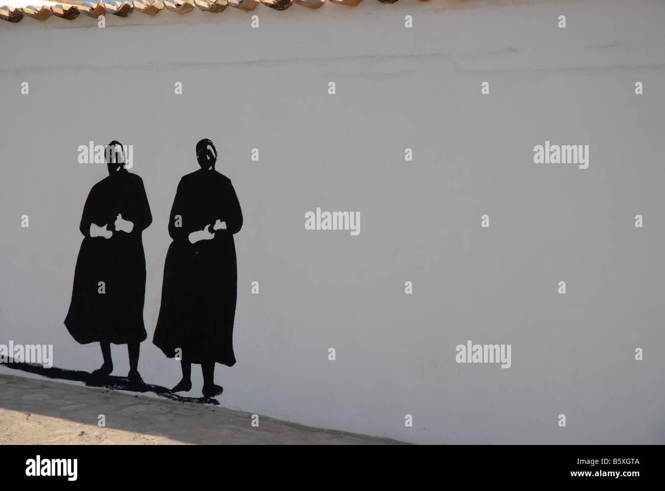 Mural de monjes, pintado en una pared en la localidad de Campo de Criptana, provincia de Ciudad Real, Castilla-La Imagen De Stock