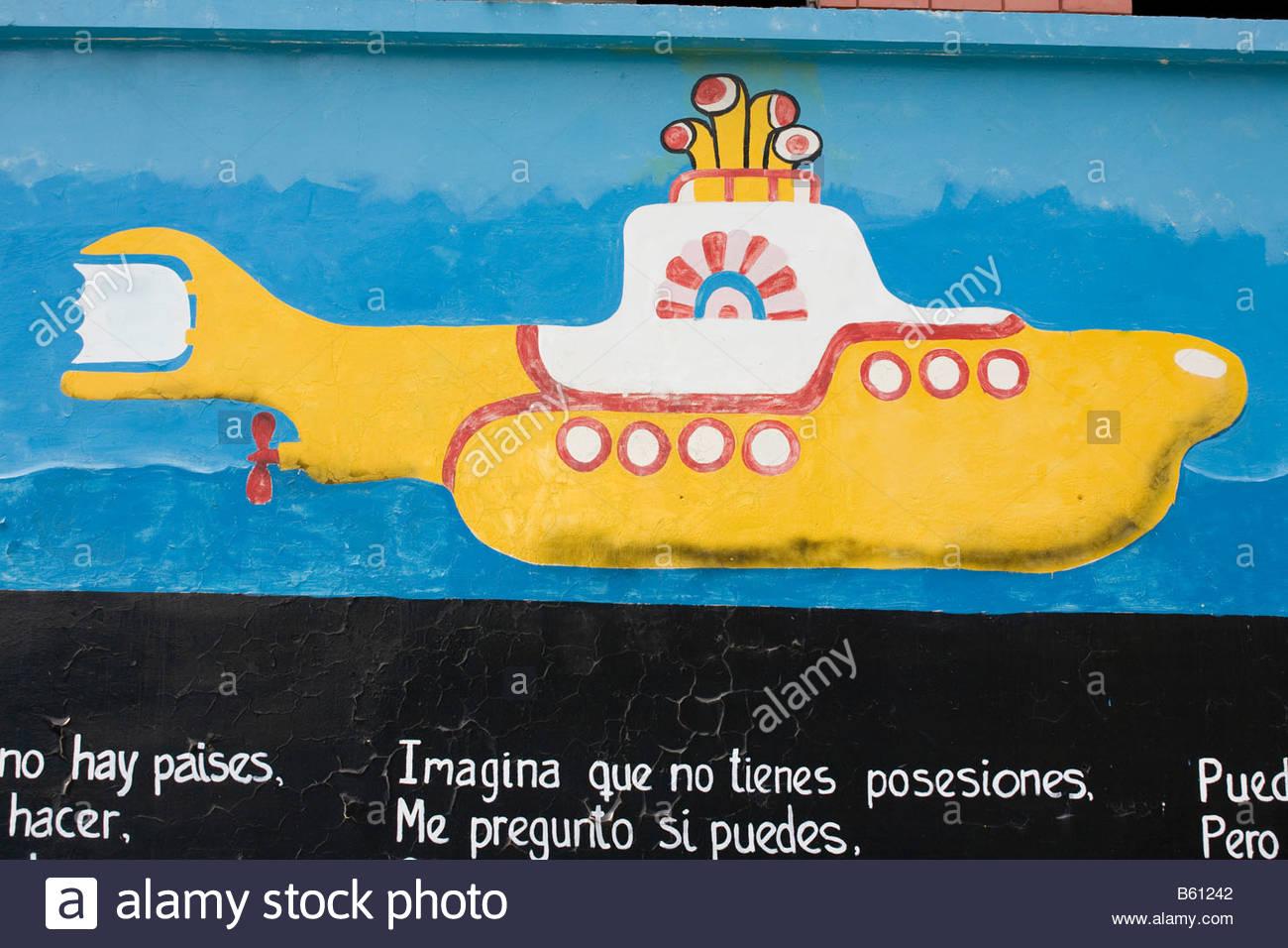 La canción de los Beatles, Submarino Amarillo, como un graffiti, Mérida, Venezuela, Sudamérica Foto de stock