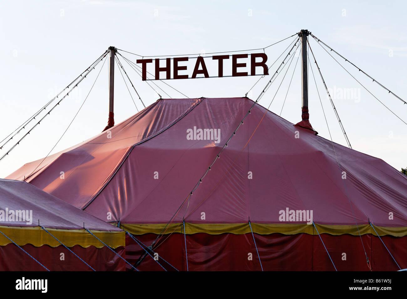 Heringsdorf teatro carpa, Chapeau Rouge, Teatro, letras, en la isla de Usedom, Mecklemburgo-Pomerania Occidental, Foto de stock