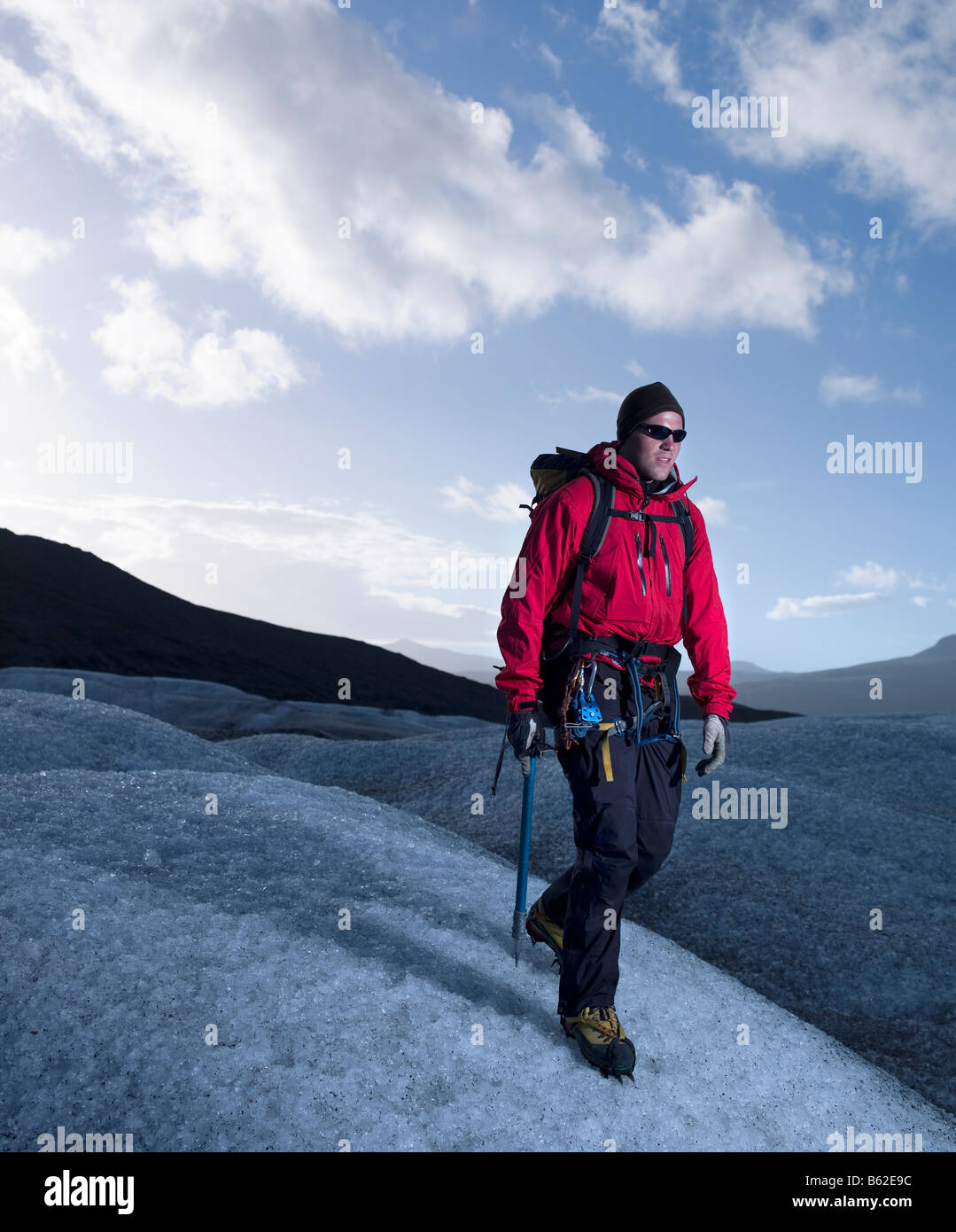 Trekking sobre el glaciar Svinafellsjokul, este de Islandia Imagen De Stock