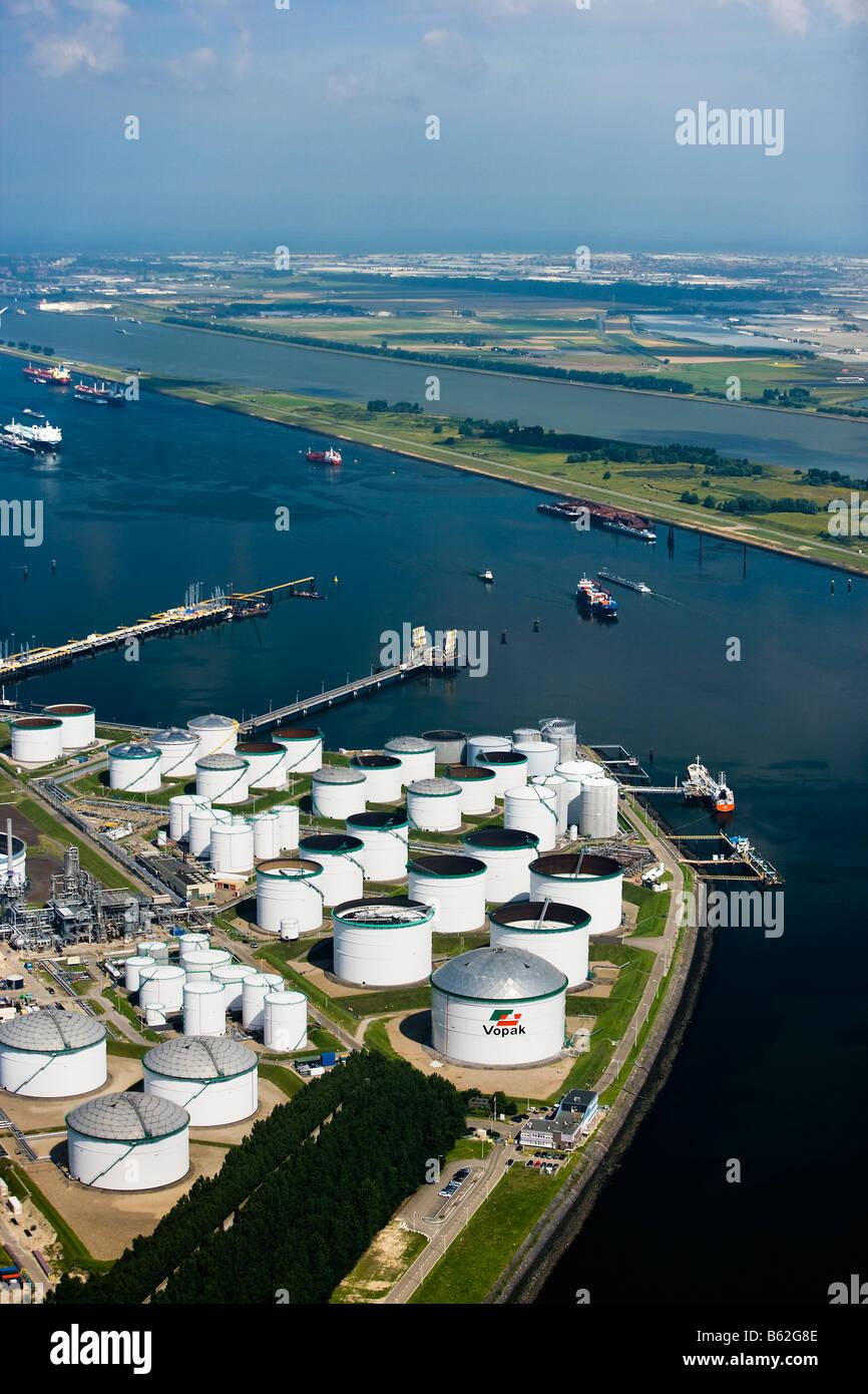 Holanda Rotterdam Zuid Holland Harbour Antena de almacenamiento de aceite Foto de stock