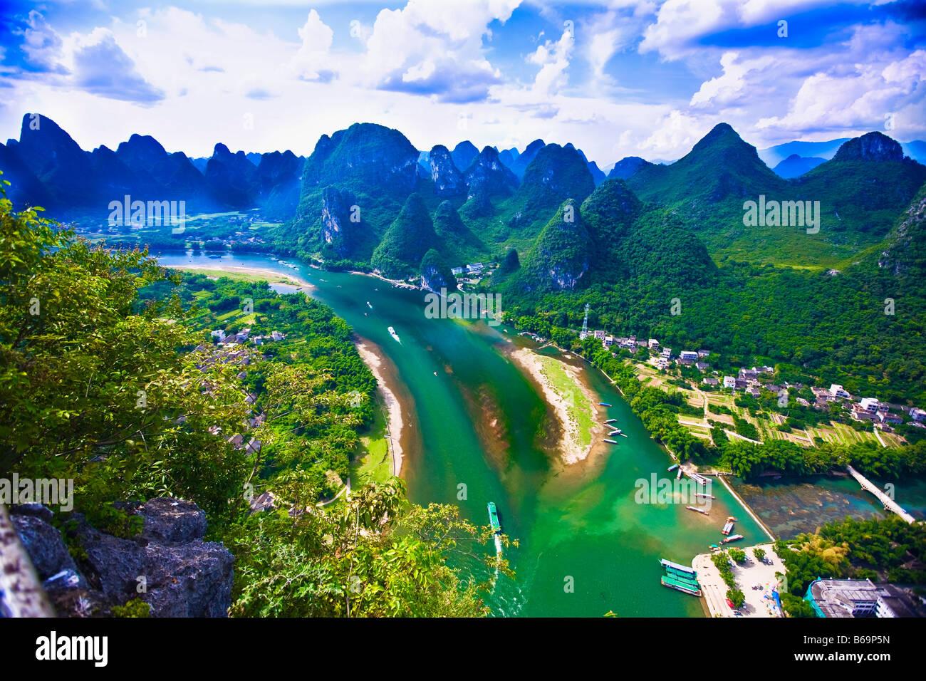 Vista aérea de un río, Río Li, XingPing, Yangshuo, Guangxi, China Foto de stock