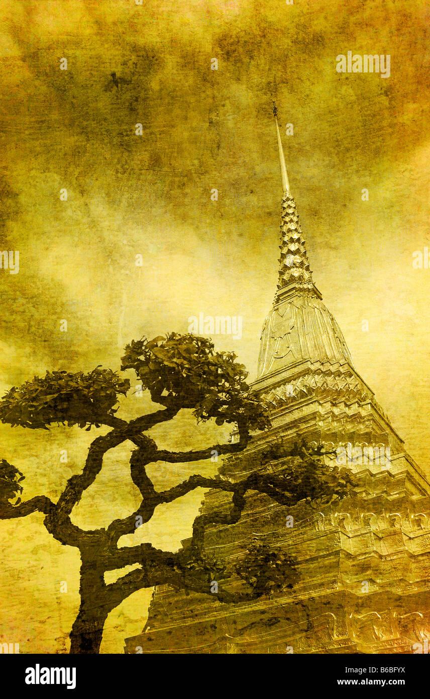 Imagen vintage de estupa Dorada en Wat Phra Kaew Bangkok Imagen De Stock