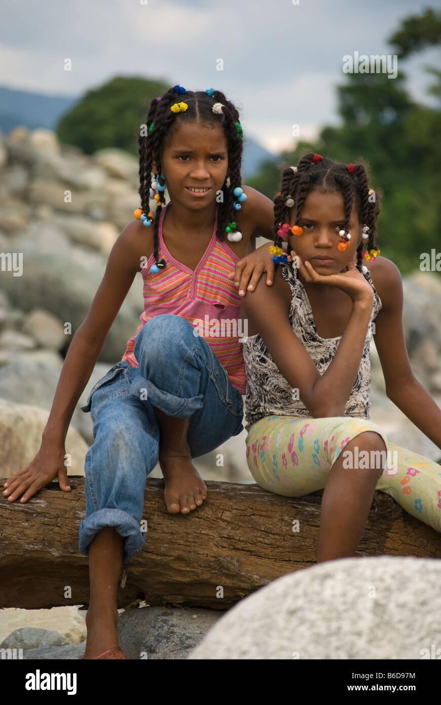 Hermandad feliz incluso en la pobreza Imagen De Stock
