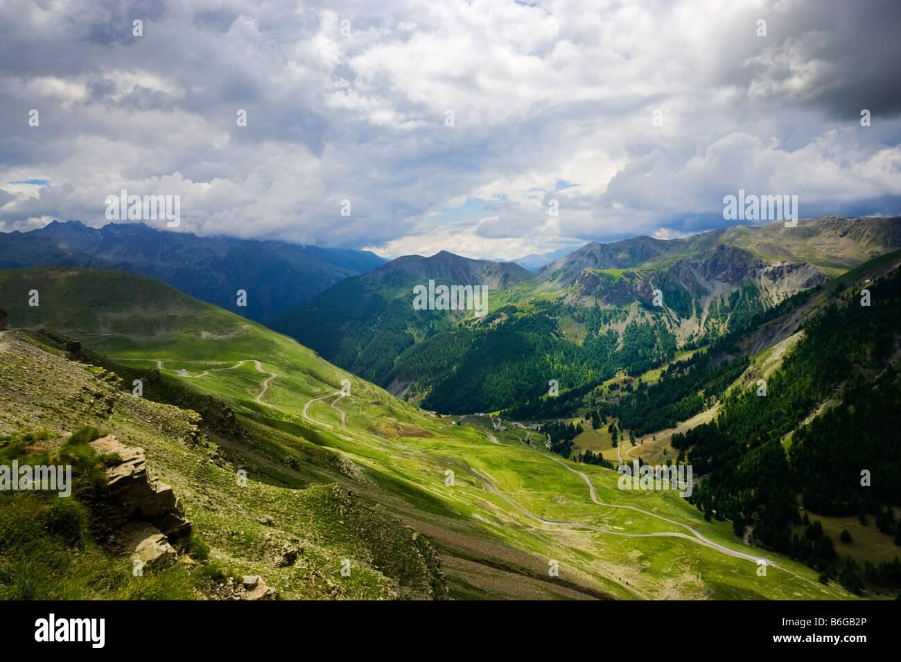 Vista desde la route de la Bonette en los Alpes Maritimes, tepezcuintle, Francia Imagen De Stock