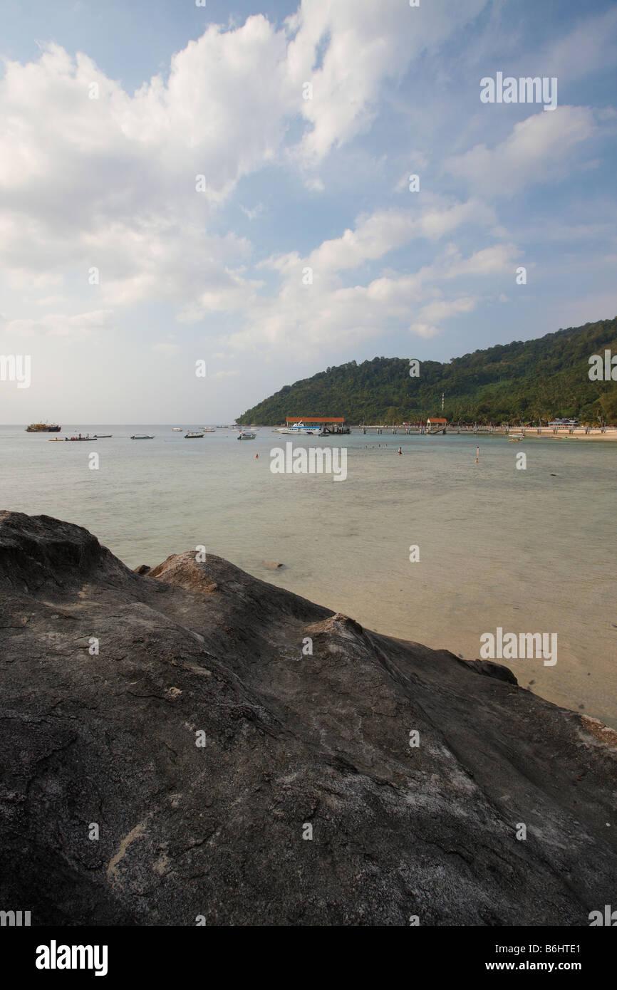 Playa en Kampung Salang, Pulau Tioman, Malasia Foto de stock