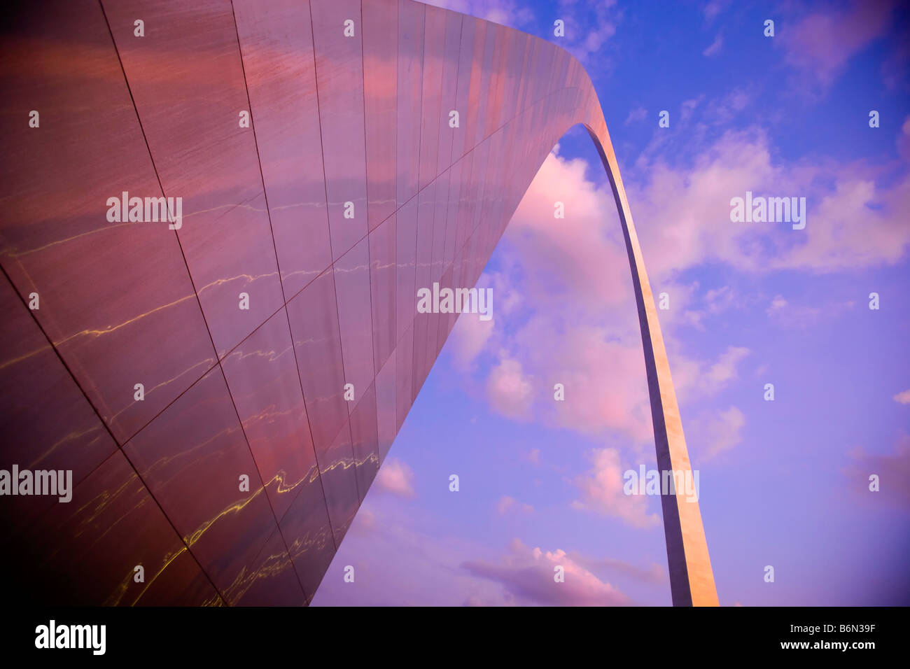 Louis Gateway Arch en penumbra, Saint Louis, Missouri Imagen De Stock