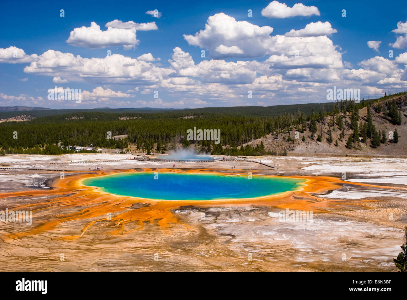 Un alto ángulo de visualización de Grand Prismatic Springs, el Parque Nacional Yellowstone, Wyoming, EE.UU. Imagen De Stock